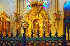 Inre inre av Almudena Cathedral Catedral de Santa Maria Arkivfoto