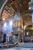 Inre av basilikadina San Giovanni i Laterano, Rome Arkivfoton