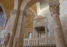 Inre av basilikan av Aquileia arkivbild
