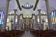 Inre av basilikan av den Suyapa kyrkan i Tegucigalpa, Honduras Arkivfoton