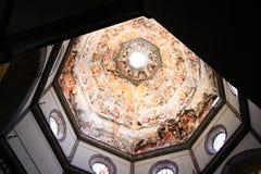 Inre av basilikan av Santa Maria Novella Arkivbilder