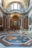 Inre av basilikan av St Mary av änglarna och marknaden arkivbilder