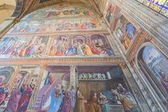 Inre av basilikan av Santa Maria Novella i Florence, Italien Royaltyfria Foton