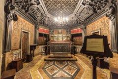 Inre av berömda Milan Cathedral - Duomo Royaltyfri Fotografi