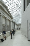 Inre av British Museum med den glasade markisen Royaltyfri Foto