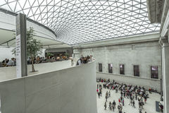 Inre av British Museum med den glasade markisen Royaltyfri Bild