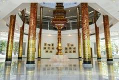 Inre av byggnad för att glorifiera konungen i det Chiang Mai universitetet royaltyfri fotografi