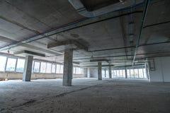 Inre av byggnaden under konstruktion Arkivfoton