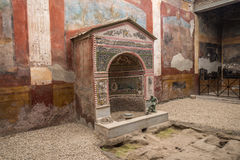 Inre av Casadellaen Fontana Piccola, Pompeii, Italien Arkivbilder