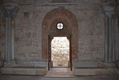 Inre av Castel del Monte, Apulia, Italien Arkivfoton