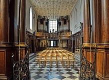 Inre av Chapelle de Bois-Seigneur-Isaac Arkivbild