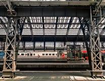 Inre av Cologne den centrala järnvägsstationen royaltyfri foto