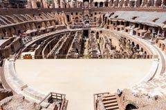 Inre av Colosseumen eller coliseumen - Flavian Amphitheatre, Rome, Italien royaltyfria bilder