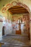 Inre av de gotiska helgonen för kyrka allra, Szydlow, Polen royaltyfria foton
