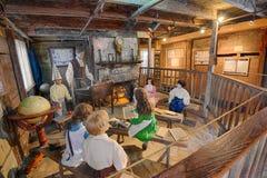 Inre av den äldsta träskolhuset i Förenta staterna I Fotografering för Bildbyråer
