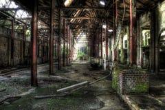 Inre av den övergav fabriken Royaltyfria Bilder