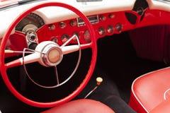 Inre av den antika bilen för klassiskt retro medel royaltyfri bild
