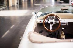 Inre av den antika bilen för klassiskt retro medel fotografering för bildbyråer