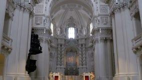 Inre av den berömda Sten Michaels Church i Munich, Tyskland arkivfilmer