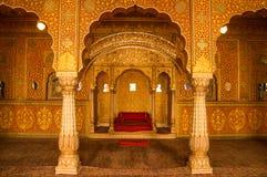 Inre av den Bikaner templet i Indien fotografering för bildbyråer