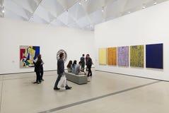 Inre av den breda moderna Art Museum Royaltyfria Foton