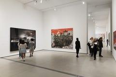 Inre av den breda moderna Art Museum Royaltyfria Bilder
