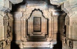 Inre av den Dhumar Lena templet på Ellora Caves, Indien Arkivbilder