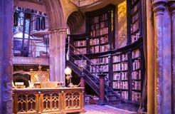 Inre av den Dumbledore kontors- och för professor` s dräkten Garnering Warner Brothers Studio för den Harry Potter filmen UK royaltyfri foto