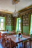 Inre av den eleganta och gamla restaurangen, HDR Arkivbild