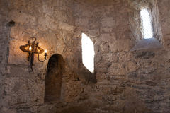 Inre av den gamla albankyrkan Kish Azerbaijan royaltyfri bild