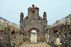 Inre av den gamla kyrkan på Dhanushkodi Royaltyfri Bild
