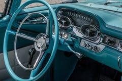 Inre av den gamla tidmätarebilen Arkivfoto