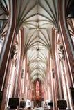 Inre av den gotiska kyrkan för St Elizabeth i Wroclaw Arkivbilder