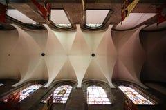 Inre av den gotiska kyrkan för St Elizabeth i Wroclaw Arkivfoton