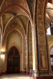 Inre av den gotiska nypremiärdomkyrkan Royaltyfri Foto