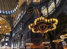 Inre av den Hagia sophiaen tidigare ortodox kristen patriark- domkyrka, senare en imperialistisk mosk? f?r ottoman och nu ett ?pp arkivbilder
