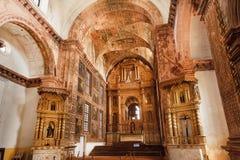 Inre av den historiska byggnadskyrkan av St Francis av Assisi som byggs i 1661 Lokal för Unesco-världsarv Arkivbilder