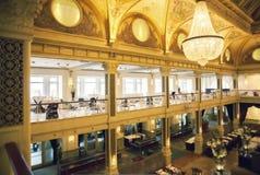 Inre av den holländska restaurangen Arkivbild