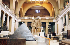 Inre av den huvudsakliga Hallen, museet av egyptiska forntider (egyptiskt museum), Kairo, Egypten, Nordafrika, Afrika Arkivbilder