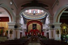 Inre av den Iglesia el Calvario kyrkan i Tegucigalpa, Honduras Royaltyfria Bilder