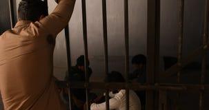 Inre av den indiska polisstationen lager videofilmer