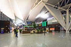 Inre av den Lech Walesa Airport terminalen i Gdansk, Polen royaltyfri foto