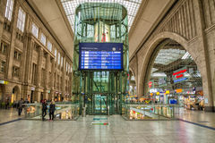 Inre av den Leipzig centralstationen Bred vinkelsikt Arkivbilder