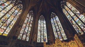 Inre av den Lichfield domkyrkan - dam Chapel Stained Glass eller royaltyfri fotografi