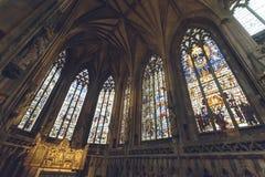 Inre av den Lichfield domkyrkan - dam Chapel Stained Glass Sou royaltyfri fotografi