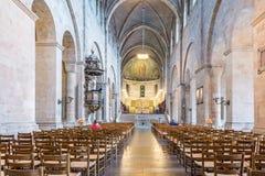 Inre av den Lund domkyrkan, in mot absid och det höga altaret Royaltyfri Foto