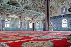Inre av den majestätiska moskén på Manavgat i Turkiet Arkivbilder