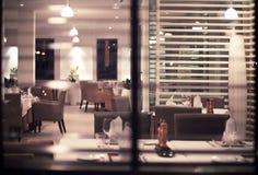 Inre av den moderna nigtklubban eller restaurangen Arkivbilder