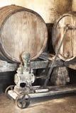 Inre av den mycket gammala winekällare Arkivbild
