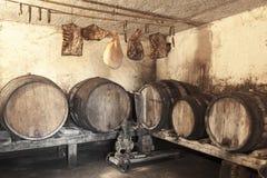 Inre av den mycket gammala winekällare Fotografering för Bildbyråer